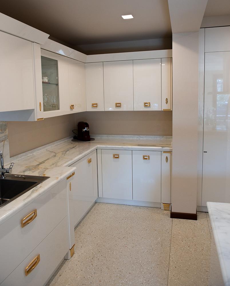 cucina classica con marmo verona