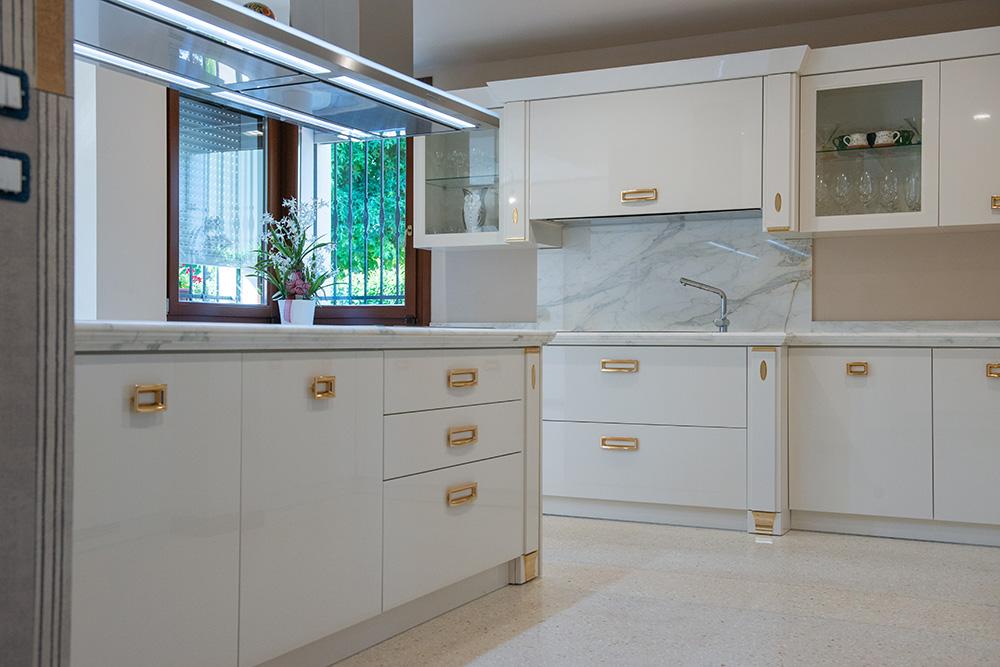 cucina su misura bianca verona