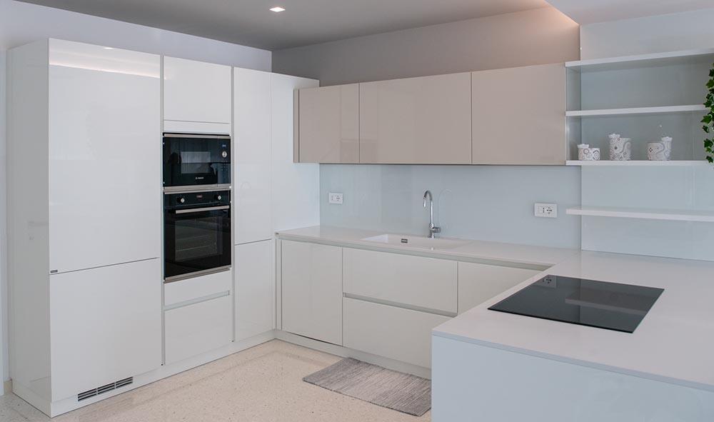cucina moderna bianca padova